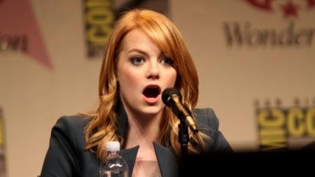 Emma Stone, Not in Social Media. She's OK!
