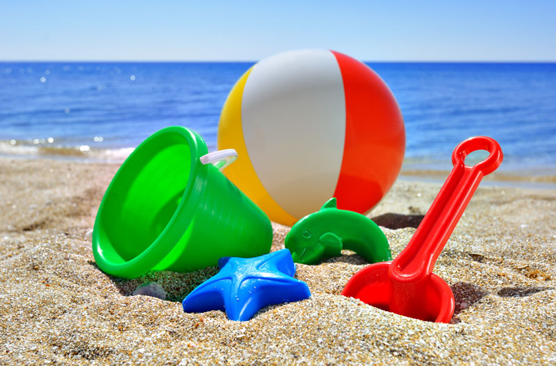 sand-toys-on-the-beach